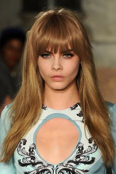 Cara Delevingne Long Straight Cut with Bangs - Cara Delevingne Hair Looks - StyleBistro Cara Delevingne Hair, Runway Hair, Look 2018, Caramel Hair, Caramel Blonde, Ombré Hair, Actrices Hollywood, Remy Human Hair, Summer Hairstyles