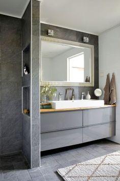 Mikä sai Essin ja Mikaelin palamaan takaisin Nurmijärvelle? Katso kuvat, niin ymmärrät - Deko Double Vanity, Bathroom Lighting, Mirror, Inspiration, Furniture, Home Decor, Deco, Eten, Bathroom Light Fittings