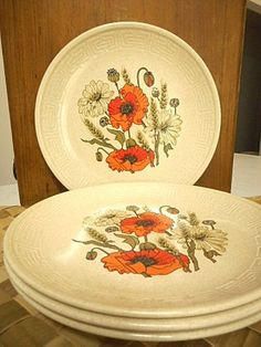 "Johnson of Australia ""Poppy"" Dinner Plates Retro Set of Four"