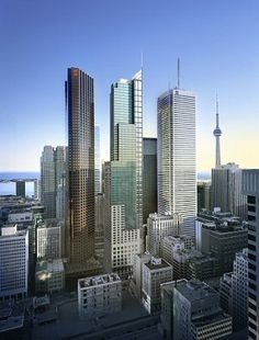 Toronto is good vacation destination for those who want to spend vacations in a lively atmosphere. Toronto is the capital of the Ontario province in Canada. Best Vacations, Vacation Destinations, Vacation Ideas, Beautiful Places In The World, Places Around The World, Cheap Honeymoon, Honeymoon Ideas, Madrid, Toronto Condo