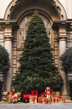 Christmas in London 2016 London Christmas, Christmas Mood, Merry Christmas, London 2016, Christmas Aesthetic, Beautiful Christmas Trees, Wonderful Time, Beautiful Places, Seasons