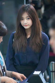 Beautiful Girl Image, Beautiful Asian Girls, Nayeon, Kpop Girl Groups, Kpop Girls, Snsd, Mamamoo, Tzuyu Body, Twice Tzuyu