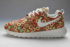 Resultado de imagen para Nike Roshe Run sneakers are awesome. But which pair to choose? In search of the perfect Nike Roshe Run sneakers. 1 a Nike Roshe Run Black, Nike Lunar, Newest Jordans, Discount Nikes, Sports Shops, Air Jordan Shoes, Nike Zoom, Red Shoes, Basketball Shoes