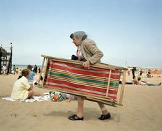 Martin Parr, Broadstairs, Kent, Great British Seaside - in pictures Martin Parr, British Beaches, British Seaside, British Summer, Magnum Photos, Beach Pictures, Cool Pictures, Paris Match, Reportage Photo