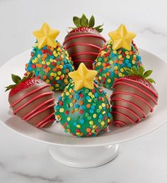 These trees may look like they should have gifts placed around them, but they are too delicious to let them just sit there. These dazzling chocolate dipped berries are as delicious as they are pretty. Chocolate Stars, Chocolate Dipped, Fruit Gifts, Strawberry Dip, Fruit Arrangements, Best Fruits, Get The Party Started, Cookies Policy, Chocolate Covered Strawberries
