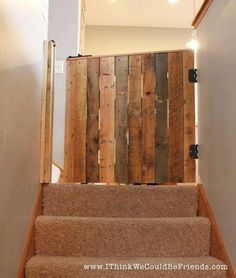 Diy palette wood baby & pet gate furniture ideas лестница, д Wood Baby Gate, Diy Baby Gate, Baby Gates, Dog Gates, Wood Fireplace Surrounds, Palette Projects, Pet Gate, Gate 2, Room Door Design