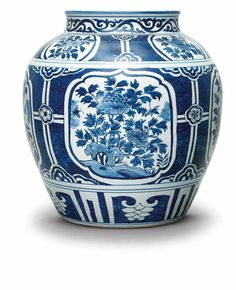 A blue and white jar, guan, Wanli period (1573-1619)