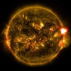 La primera erupción solar importante de 2015 estalló poco antes de medianoche…