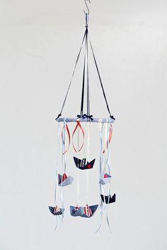 Gyerekágy mobil |  Vízi mobil |  vitorlások dekoráció |  Origmai csónakok mobil |  Baby boy zuhany ajándék |  Vízi óvoda dekoráció