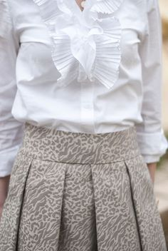 I must make this skirt... LOVE IT!
