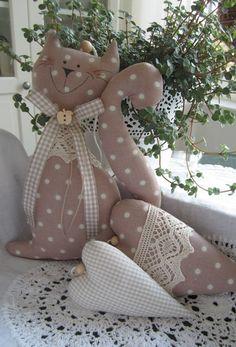 Katze mit Herzen/Girlande im Landhaus-Stil  von Feinerlei auf DaWanda.com