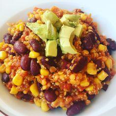 Da ich nicht viel Fleisch esse, gibt es bei mir oft vegetarische Gerichte. So auch dieses vegetarische, ja sogar vegane Chili sin Carne. Oder Chili con Quinoa, wie man auch gerne sagenmöchte. Es g…