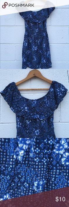 Floral Patterned Hollister Dress Blue hipster Hollister dress. Stretchy material. Playful floral patterns. Great condition. Hollister Dresses