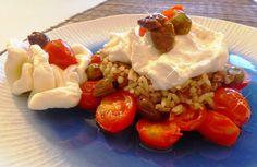 Riso integrale con pomodorini, olive taggiasche e burrata Per la ricetta:http://www.frittomistoblog.it/2015/02/riso-integrale-con-pomodorini-olive_13.html