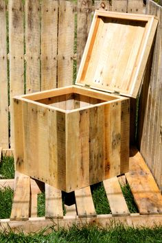 #Pallet Storage Box - http://dunway.info/pallets/index.html