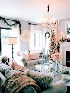 Beautiful Christmas decor ✌ the hint of pink really makes this room pop!