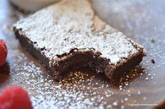 nutella brownie squares Nutella Brownies, Blondie Brownies, Fudge Recipes, Dessert Recipes, Desserts, Strawberry Rhubarb Cake, Brownie Ingredients, Hot Fudge, Sweet Recipes
