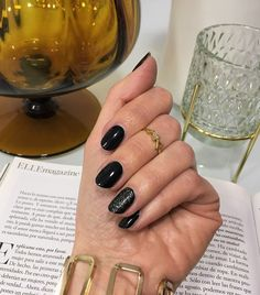 Discover three ways to wear black nail polish. Black Nail Polish, Black Nails, Color Rosa Claro, Gold Glitter Nails, Wearing Black, How To Wear, Beauty, Enamels, Glitter Nails