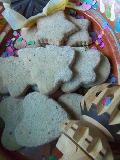 A Traditional Mexican Cookie- Hojarascas - Hispanic Kitchen ( For Patrick) Mexican Sweet Breads, Mexican Bread, Mexican Dishes, Mexican Food Recipes, Cookie Recipes, Mexican Desserts, Hispanic Desserts, Bakery Recipes, Cookie Ideas
