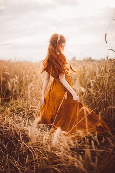 August is Golden - A Clothes Horse Fantasy Photography, Girl Photography, Creative Photography, Old Dress, Fantasy Magic, Poses Photo, Princess Aesthetic, Jolie Photo, Ginger Hair