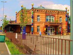 Hundertwasser Environmental Railway Station – #Германия #Нижняя_Саксония (#DE_NI) И сразу творение еще одного знаменитого художника современности - Hundertwasser Environmental Railway Station, вокзал в немецком городе Ильцен, спроектированный, как понятно из названия, весельчаком Хундертвассером. Вот такое вот яркое и при этом вполне утилитарное искусство!  #достопримечательности #путешествия #туризм http://ru.esosedi.org/DE/NI/1000050392/hundertwasser_environmental_railway_station/