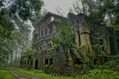 Lugares abandonados en España más espectaculares http://www.escapadarural.com/blog/lugares-abandonados-mas-espectaculares-de-espana/