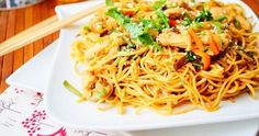 Make your vegetable and shrimp sautéed noodles with this really simple and delicious recipe . Asian Recipes, Healthy Recipes, Ethnic Recipes, Good Food, Yummy Food, Pasta, Recipe Images, Chinese Food, Street Food