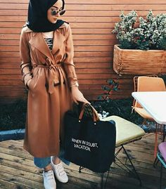 tan trench coat hijab, Hijabista fashion looks… Modern Hijab Fashion, Street Hijab Fashion, Islamic Fashion, Abaya Fashion, Muslim Fashion, Modest Fashion, Modest Outfits, Girl Fashion, Fashion Outfits