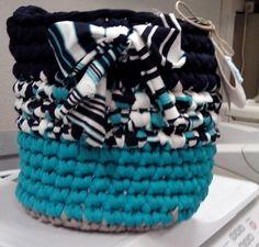 Cestillo azul en crochet
