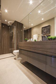 Attitude Home - Espelhos e luzes embutidas são ótimas para ampliar a iluminação no banheiro