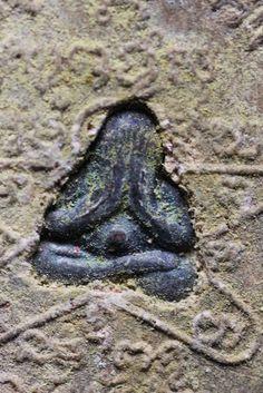 Old LP TIM Hand Presed Dry Thai Buddha Amulet GV04 Sand & Limestone Powder
