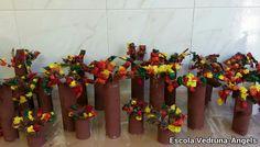 Arbres de tardor. Activitat de plàstica feta per alumnes de P-5 amb tubs de cartró de paper de cuina,pintura i paper de seda per fer les fulles
