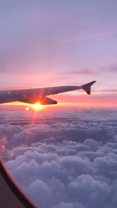 Sunset Wallpaper, Scenery Wallpaper, Beautiful Photos Of Nature, Nature Pictures, Beautiful Sunset, City Aesthetic, Travel Aesthetic, Airplane Window View, Fotografie Portraits