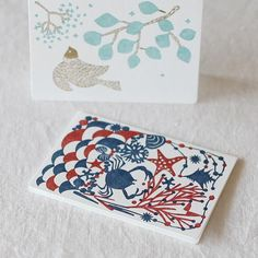 点と線模様制作所 レタープレスの二つ折りカード 大 2種セット(メッセージバード+砂浜) - 鳥モチーフ雑貨・鳥グッズのセレクトショップ:鳥水木 #bird #paper #letterpress #message #card #stationery #torimizuki