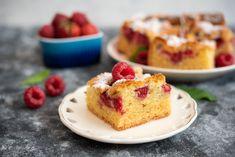 Przed Wami najlepszy przepis na ciasto z malinami! Jest niesamowicie puszyste i wilgotne, a do tego jest to jedno z najprostszych ciast jakie znajdują... Cheesecake, Food, Cheesecakes, Essen, Meals, Yemek, Cherry Cheesecake Shooters, Eten