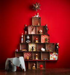 Qué tal fazer uma árvore de natal assim?! Bem bacana esta idéia!    Visitem nosso site que está intermediando sonhos neste natal!  www.cartinhaaopapainoel.com.br