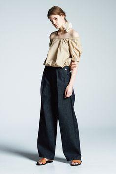 #15 Blouse:¥10,800 Pants:¥16,200 Necklace:¥54,000 Shoes:¥64,800