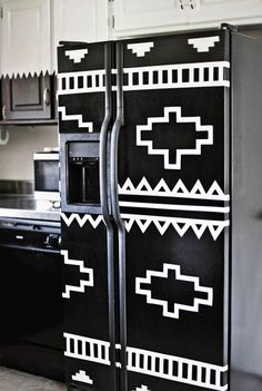 DIY your refrigerator with electrical tape, A Beautiful Mess. Fridge Makeover, Old Refrigerator, Diy Rangement, Diy Inspiration, Kitchen Inspiration, Diy Casa, Electrical Tape, Ideias Diy, Decoration Design