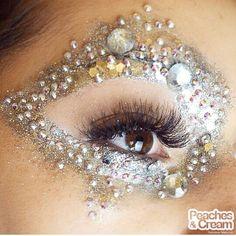 Peaches & Cream twinkle eye make up! Gem Makeup, Exotic Makeup, Beauty Makeup Tips, Rhinestone Makeup, Extreme Makeup, Carnival Makeup, Tattoo Skin, Face Gems, Makeup Inspiration