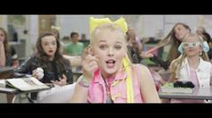 JoJo Siwa - BOOMERANG (Official Video) - grea song about bullying. I like how she says not fight back so many people think it's okay to say or do mean things to bullies but that just makes you a bully Jojo Siwa Boomerang, Boomerang Video, Jojo Siwa Music Videos, Jojo Songs, Jojo Videos, Jojo Jojo, Niñas Del Reality Show Dance Moms, Omi Cheerleader, Hair Bows