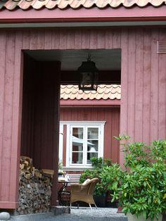 Keltainen talo rannalla: Punaisesta tuvasta maan uumeniin