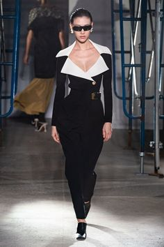 Proenza Schouler Spring 2020 Ready-to-Wear Fashion Show - Vogue Fashion Catwalk, Fashion 2020, Look Fashion, Fashion Show, Crazy Runway Fashion, Runway Fashion Outfits, High Fashion Looks, Classy Fashion, Fashion Poses