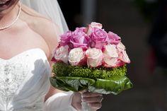 Eleganter Hochzeitsstrauß mit Rosen in Pink. Lasst euch von unserer großen Bildergalerie mit tollen Beispielen und kreativen Ideen inspirieren!