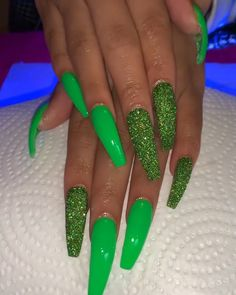 Acrylics are fake nails placed over your natural ones. Glam Nails, Classy Nails, My Nails, Matte Nails, Best Acrylic Nails, Acrylic Nail Designs, Acrylic Nails Green, Neon Nail Designs, Nail Polish Designs