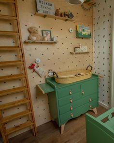 Allemaal een heel fijn weekend!! Ik ga duimen dat het een beetje droog blijft. En als het blijft regenen.. dan ga ik lekker knutselen voor Moederdag. Want jaja, ook dat komt er binnenkort aan 😘  Wat zijn jullie plannen?    #kamervandekleine #jongenskamer #babykamer #nursery #babyroom #babykamerinspiratie #nurseryroom #naturals #nurserydecor #kinderkamerstyling #babykamerinspiratie# kidsinteriors #kidsdeco #boysmom #babykamerinrichting #kidsroomdecor #kidsroomkiekjes #kidsroominspo #Flexa  Toddler Bed, Table, Diy, Furniture, Home Decor, Child Bed, Decoration Home, Bricolage, Room Decor