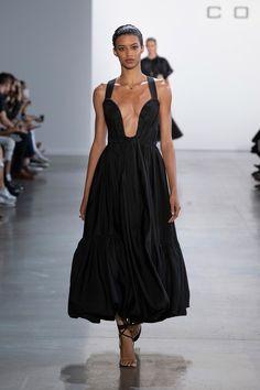 Cong Tri Spring 2020 Ready-to-Wear Fashion Show - Sponsored - Vogue Fashion 2020, Fashion Week, Love Fashion, Runway Fashion, High Fashion, Fashion Design, Style Couture, Couture Fashion, Vogue Paris
