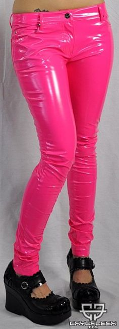 Neon pink (dit is geen latex maar pvc, maar de kleur is perfect zoals latex neon roze)