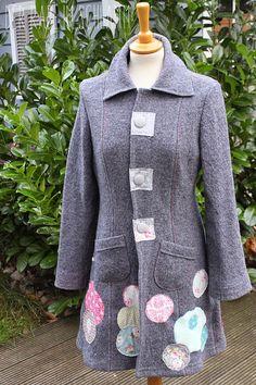 Noch ein Werk aus dem letzten Herbst... Der Mantel Johanna aus grauem Walkloden, ungefüttert, mit selbst bezogenen Knöpfen, rosa und blauen ...