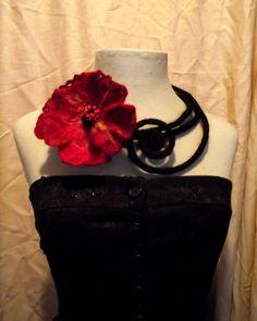 Voelde bloem ketting/kraag Felted bloem ketting door MariArtFelting