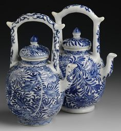 RP: Chinese export porcelain teapots and covers, c. 1720, Kangxi reign, Qing dynasty